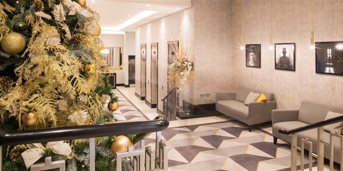 Cavendish  hotel lobby christmas1  res